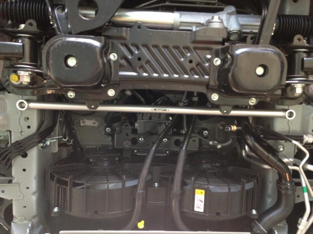 ハイエース200 4WD GENBフレームサポートバー&プレースバー取付